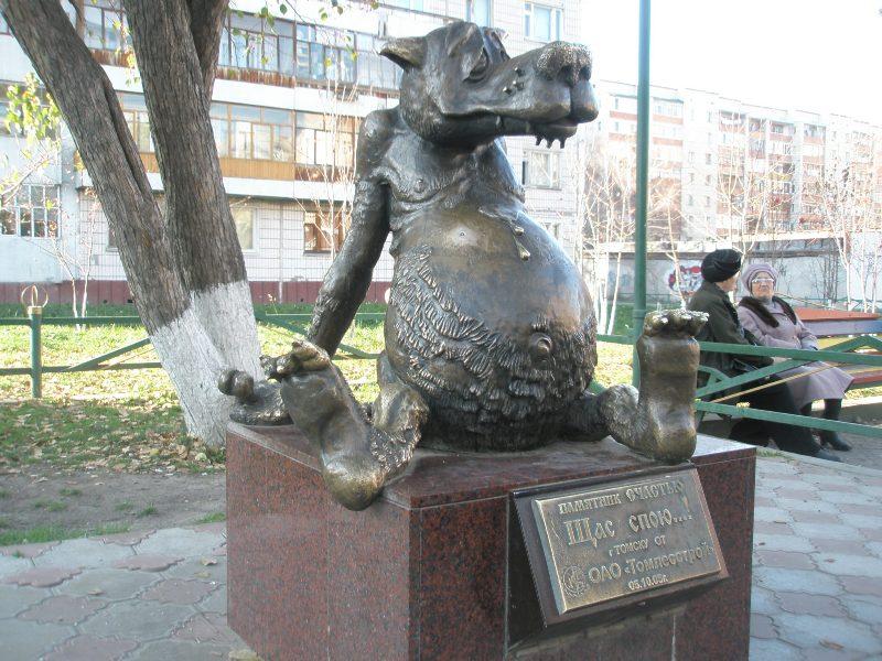 Памятник с крестом Ак-Довурак Мраморный голубь Дигора